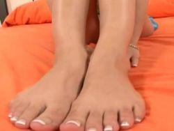 Shyla Stylez saugt und fickt die besten Füße in Pornos