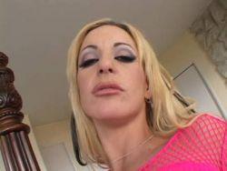Blonde Deutsch Porn Hausfrau steht auf schwarzen Jung Schwanz