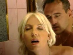 Geile blonde Mutti beim extremen Sex